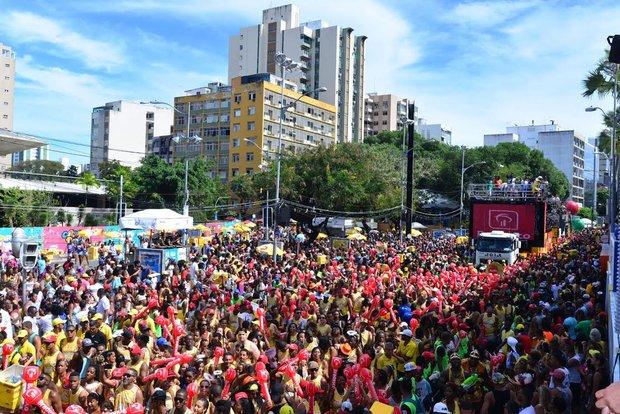 Circuito Osmar : Último dia de carnaval leva um multidão ao circuito osmar no