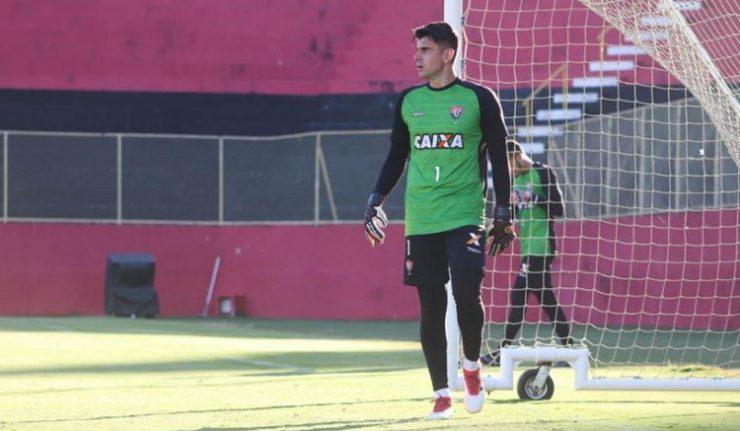 98aab7f18ee23 O goleiro Fernando Miguel deverá ser o próximo reforço do Vasco para a  sequência da temporada 2018. Nesta terça-feira